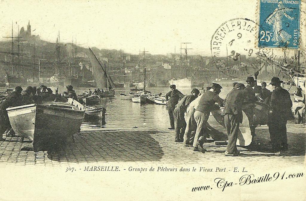 Marseille -Groupes de Pêcheurs dans le vieux Port | Cartes Postales Anciennes