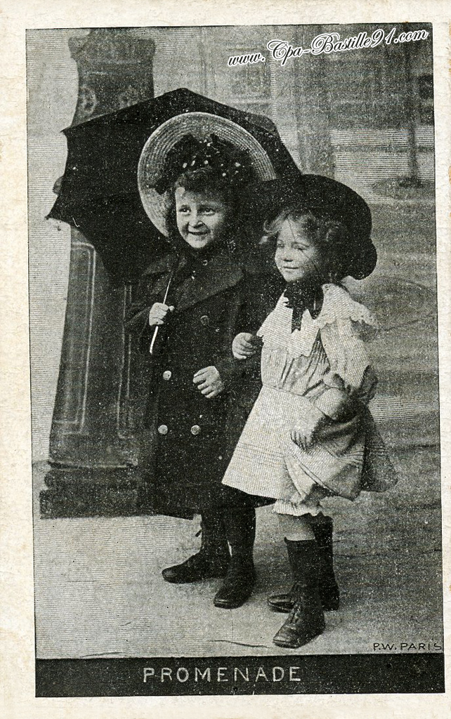 carte postale ancienne de 2 enfants en promenade en 1910 cartes postales anciennes. Black Bedroom Furniture Sets. Home Design Ideas