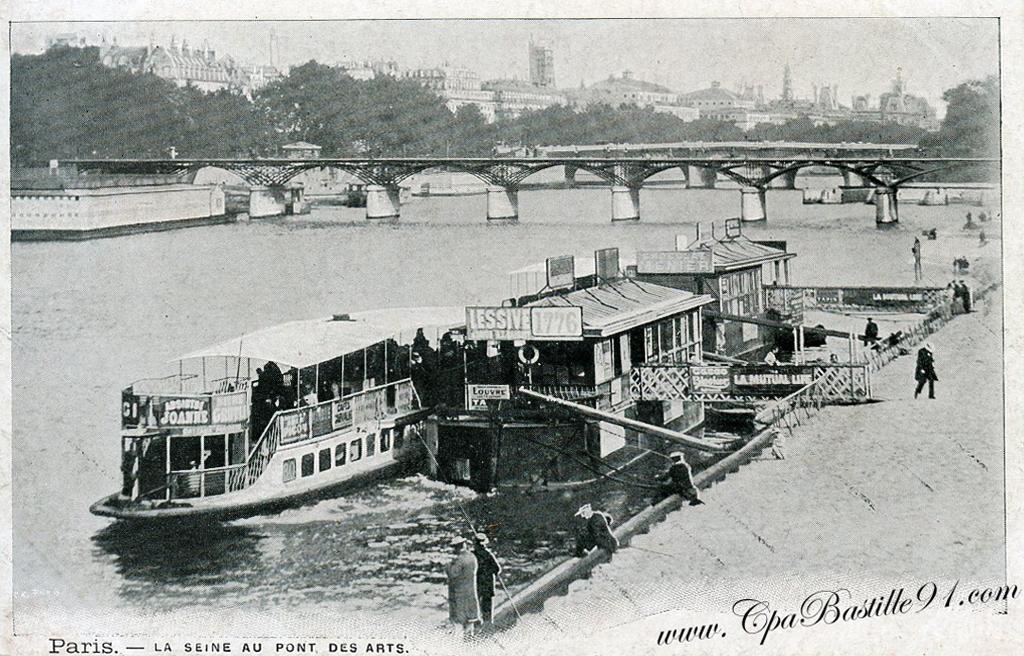 le pont des arts les bateaux lavoirs sur la seine en 1900 cartes postales anciennes. Black Bedroom Furniture Sets. Home Design Ideas