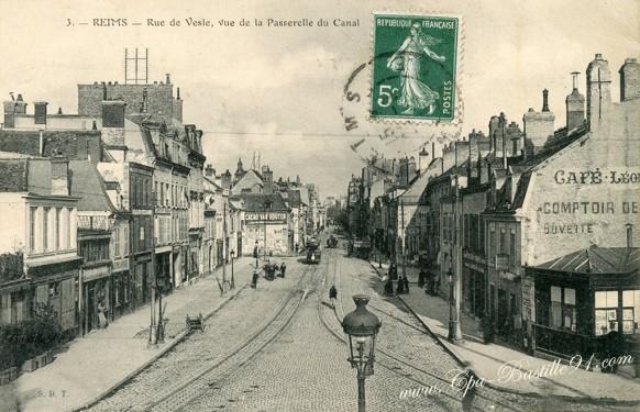 51- Reims-Rue -Vesle-Vue de la passerelle du canal - Cliquez sur la carte pour l'agrandir et en voir tous les détails