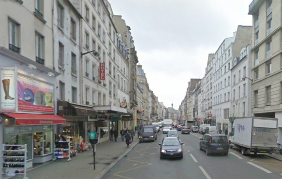 Une-vue-Google-maps-de-cet-endroit-100-ans-après-l'édition-de-cette-carte-postale-de-la-rue-du-faubourg-Saint-Antoine