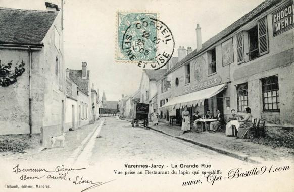 Varenne-Jarcy - La grande-Rue vue prise au restaurant du Lapin qui se rebiffe - Cliquez sur la carte pour l'agrandir et en voir tous les détails