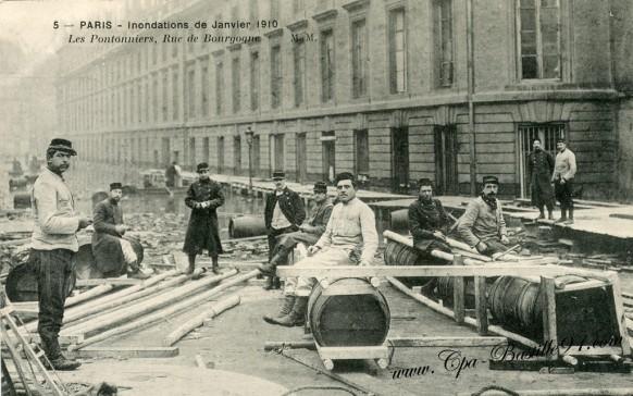 Paris-Innondation 1910-Les Pontonniers rue de Bourgogne