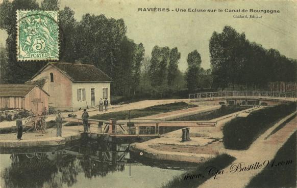 Ravieres une écluse sur le canal de Bourgogne