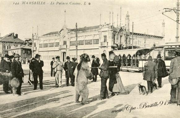 Marseille-Le palace Casino-l'ours et le singe