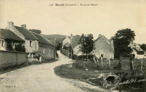 carte postale ancienne-Moult-Route du Marais