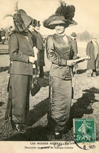 carte postale ancienne-les modes nouvelles-la jupe-culotte
