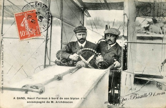 A-Gand-Henri-Farman-a-bord-de-son-biplan.