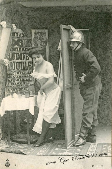 carte postale ancienne-Pompier et femme-0394
