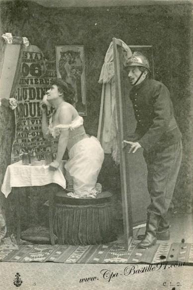 carte postale ancienne-Pompier et femme-0396