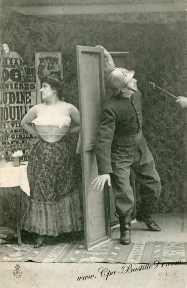 carte postale ancienne-Pompier et femme