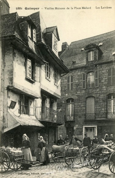Quimper-Vieilles Maisons de la place Medard-Les laitières