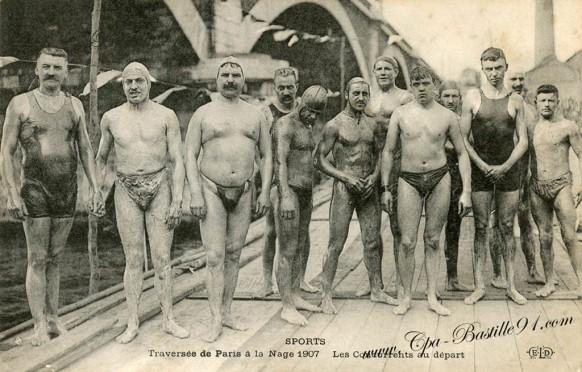 Traversée de Paris à la nage 1907-Les concurrents au départ