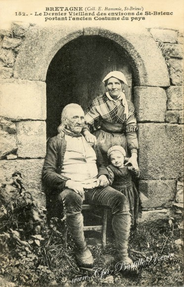Le dernier vieillard des environs de-St-Brieuc portant lancien costume du pays