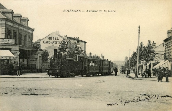 Carte postale ancienne-Soissons-Avenue de la gare