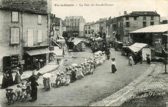 Vic-le-Comte-La rue du Jeu de Paume