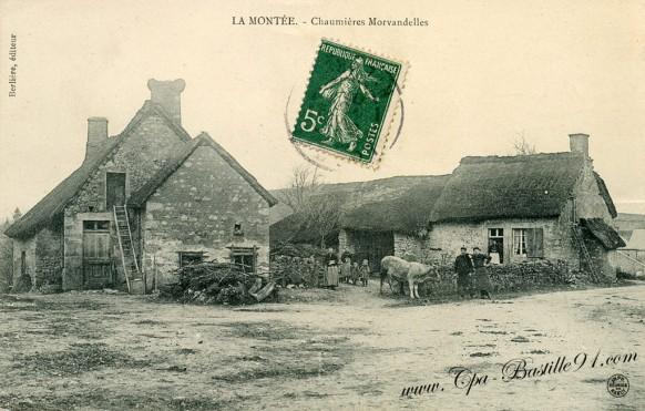 Carte postale de La Montée - Chaumieres Morvandelles