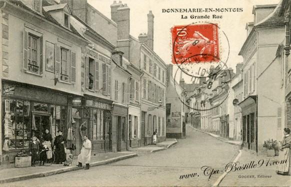 Donnemarie-en-Montois-La grande Rue
