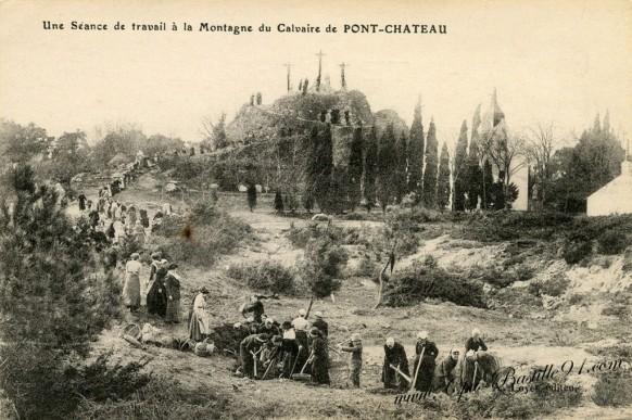 Carte-Postale-Ancienne- Calvaire de Pont-Château-Une séance de travail à la montagne