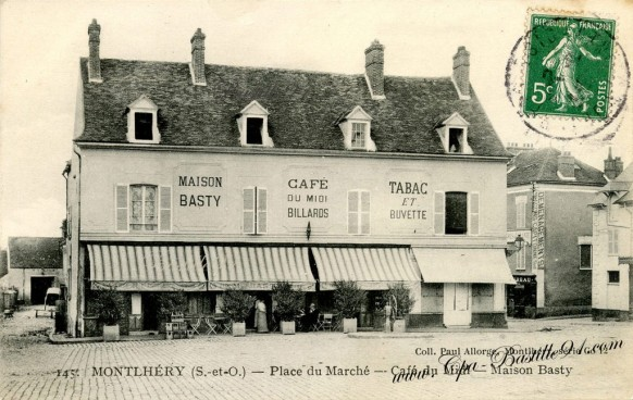 Montlhery-Place-du-Marché-Cafe-du-Midi-Maison-Basty-