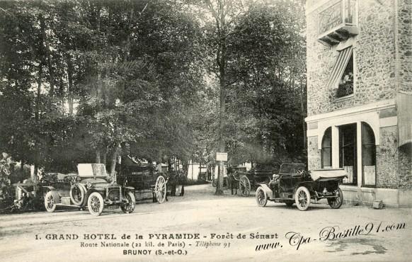 Brunoy - Hotel de la Pyramide