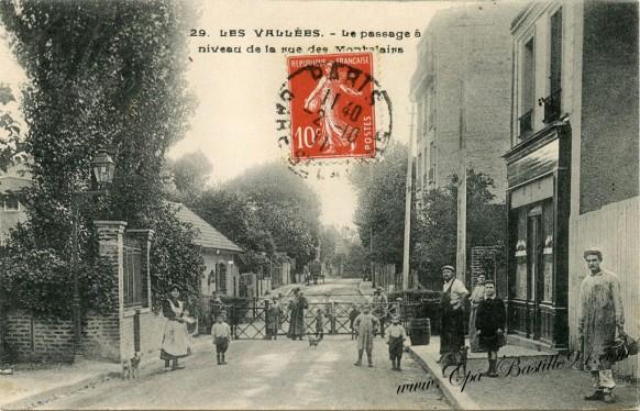 -Les-Vallées-Colombes-Le-Passage-à-niveau-de-la-rue-Montclairs