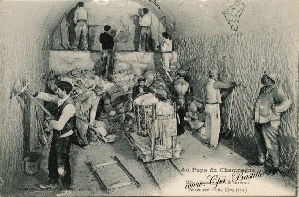 Au Pays du Champagne - Maison  Moët & Chandon - Percement d'une cave