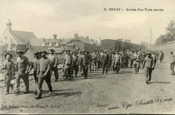 Bruay-Arrivée-dun-train-ouvrier