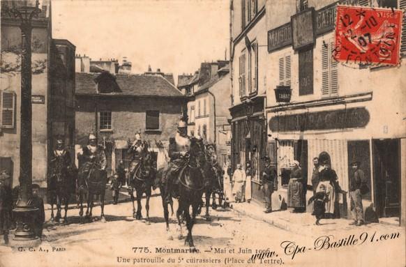 Montmartre-mai-Juin-1906-Une-patrouille-du-5-cuirassiers-Place-du-Tertre