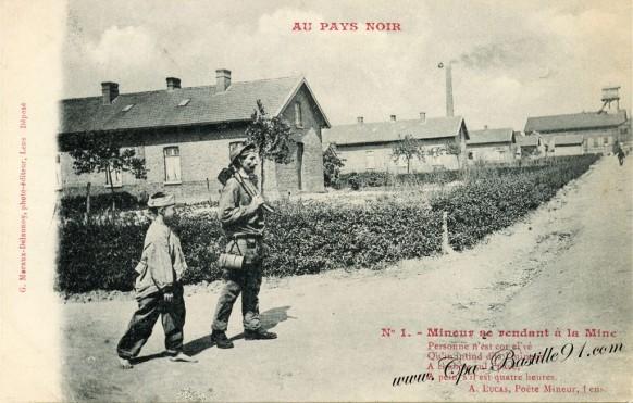 Carte Postale Ancienne-Au Pays noir-Mineur se redant à la Mine