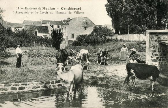 Condécourt-labreuvoir-et-le-lavoir-au-hameau-de-Villette.
