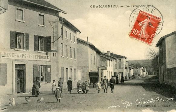 Chamagnieu-La grande Rue
