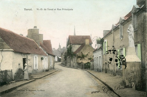 Torcé-Notre-dame-de-Torcé-et-rue-principale