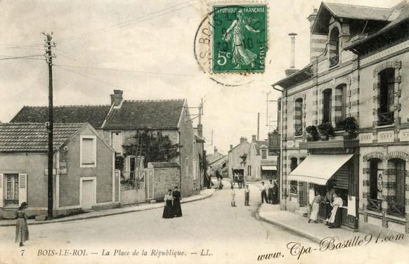 Bois-le-Roi-La-Place-de-la-république