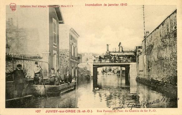 Juvisy-Rue-pasteur-et-Pont-du-chemin-de-fer-inondation-de-1910