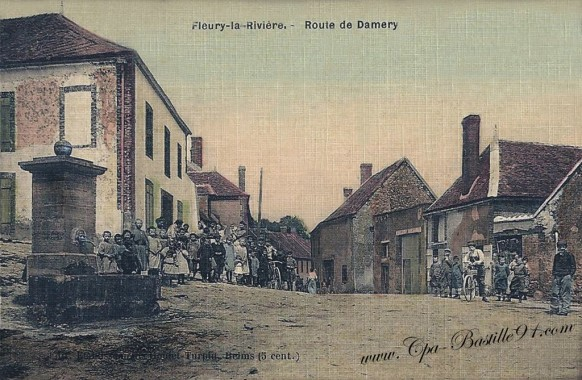 Fleury-la-Riviére-route de Damery