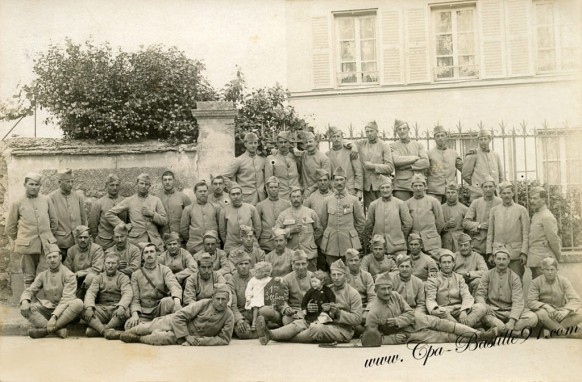 Carte Photo d'un groupe de soldats le 28 mai 1918 à Épône