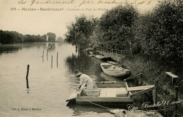 Laveuse-au-port-du-Friolet