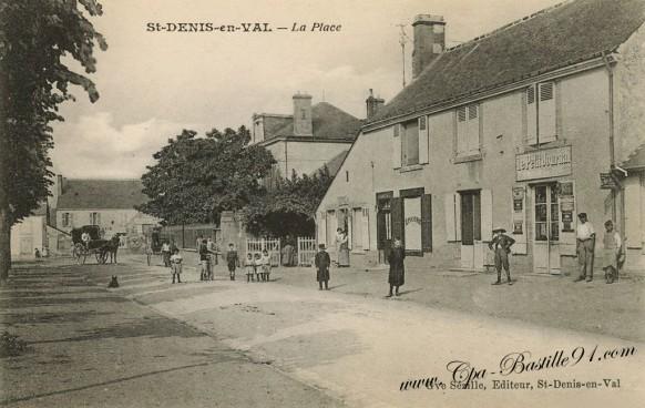 St Denis en Val - La Place