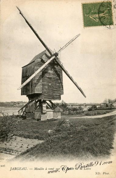 Jargeau-Moulin-à-vent-sur-les-bords-de-la-Loire