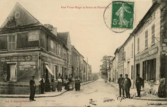 Carte Postale Ancienne - Rue Victor Hugo et Sortie de Pierrelaye