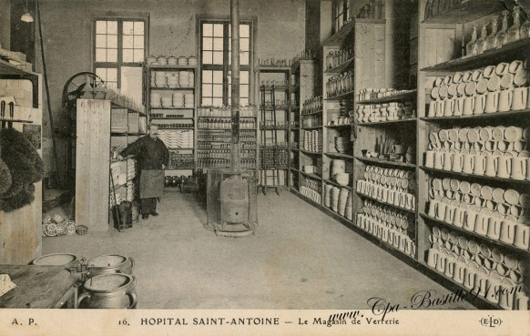 Carte-postale-ancienne-Hopital-Saint-Antoine-Le-Magasin-de-verrerie