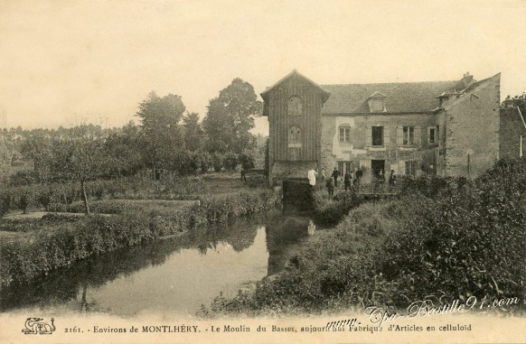 Environs de Montlery - Le moulin du Basset - Aujourdhui Fabrique d'Aticles en celluloïd