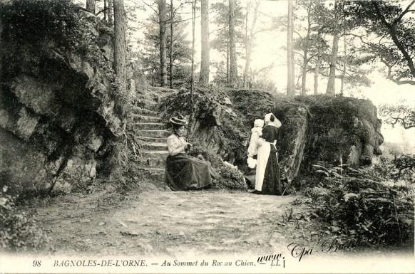 Cartes Postales Anciennes-Bagnoles-de-l'Orne-Au Sommet du roc au Chien