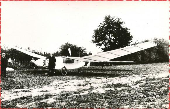 histoire-de-laviation-18-Novembre-1907-laéroplane-de-la-Vaulx-inventé-par-tatin-vole-70-métres-à-St-Cyr-