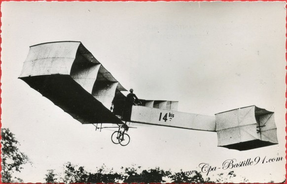 histoire-de-laviation-1906-Santos-Dumont-sur-14-bis-8