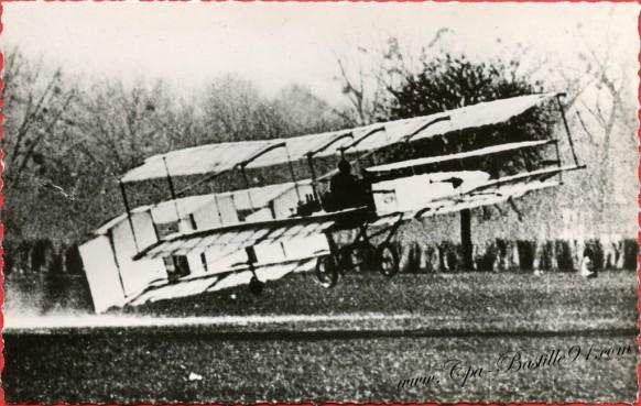 histoire-de-laviation-1907-a-bagatelle-le-biplace-Delagrange-construit-par-Voisin-