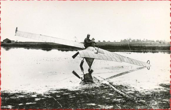 histoire-de-laviation-En-Octobre-1907-laéroplane-de-robert-Esnault-Pelterie-exécute-des-vols-de-plus-de-100-métres-
