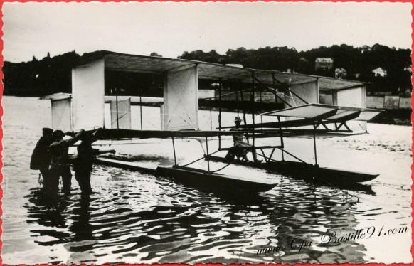 -juin-1905-G-Voisin-sur-son-planeur-Archdeacon-remorqué-par-la-rapiére-vole-150metres-à-15-metres-de-haut.