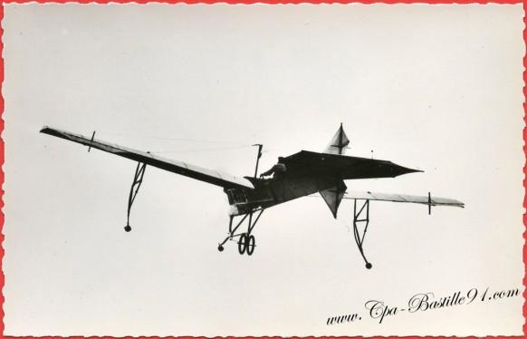 histoire-de-laviation-Juin-1909-Latham-sur-Antoinette-vole-plus-dune-heure-à-Châlons-
